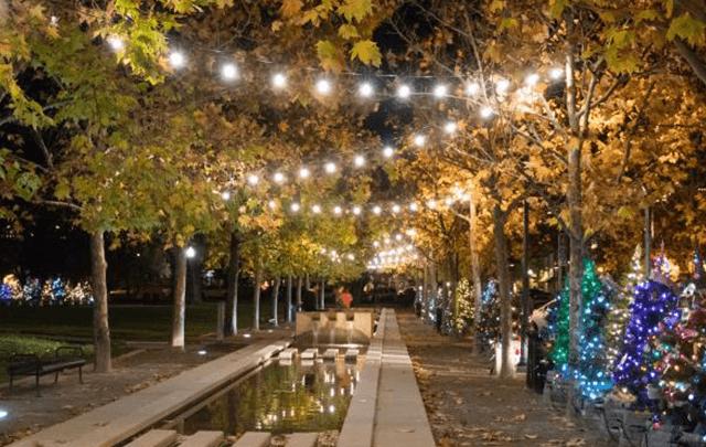 verlichte straat